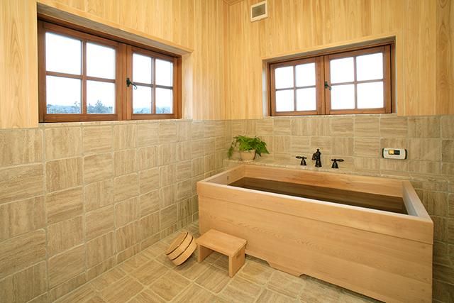 檜の香りただよう浴室