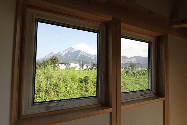 子供室から見える、秩父のシンボル「武甲山」